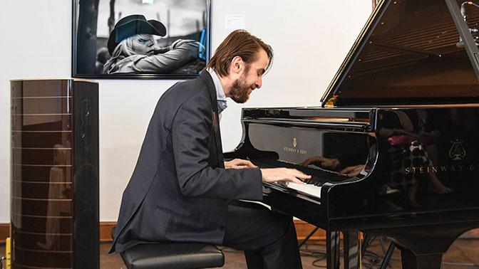 Российский пианист Трифонов получил Грэмми