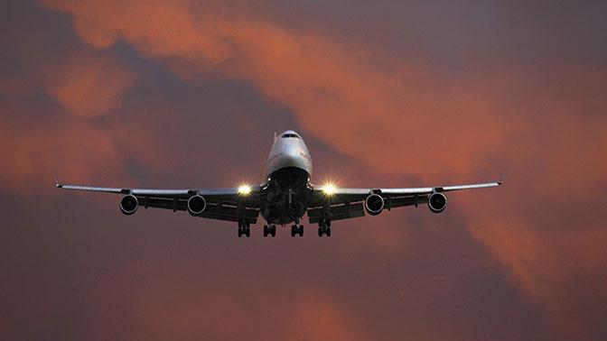 Летевший в столицуРФ пассажирский самолет экстренно сел вНовосибирске