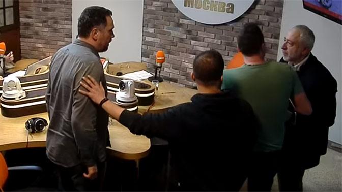 Драка Сванидзе и Шевченко привела к разрушению стены в студии