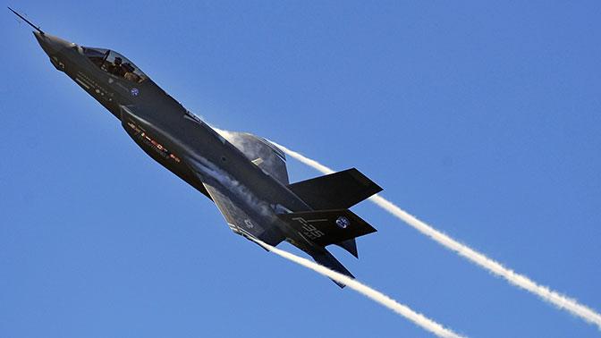 Пентагон: ВМС США продолжат полеты над темным морем