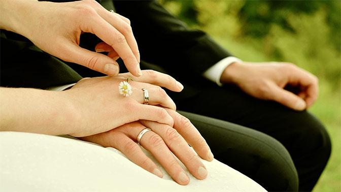 Россияне рассказали о своем отношении к супружеским изменам и однополым бракам