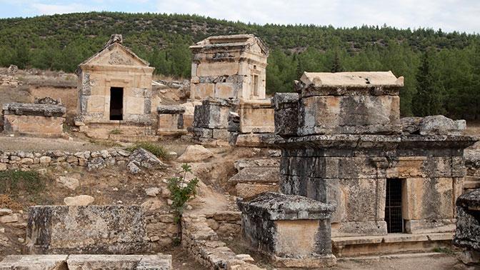 Убивали и убивают до сих пор: ученые исследовали «ворота в ад» в античном городе