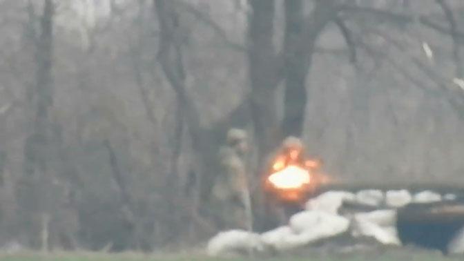Снайпер ДНР ликвидировал наводчиков ВСУ: видео
