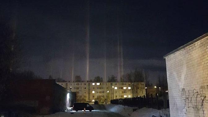 Над Ригой появились гигантские световые «столбы»