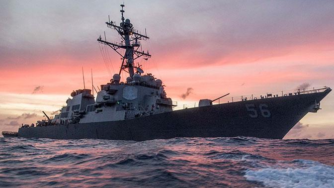 Маневр эсминца ВМС США у берегов Сингапура привел к столкновению с танкером