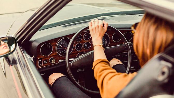 В Москве могут начать автоматически продлевать водительские права
