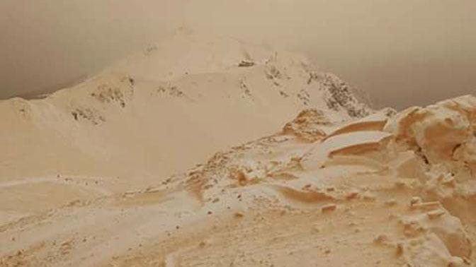 ВГрузии выпал красный снег