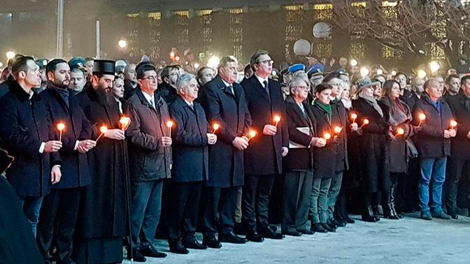 Не забудем, пока живы: тысячи сербов вышли почтить память жертв бомбардировок НАТО