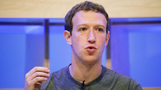 Цукерберг принес извинения за утечку данных пользователей Facebook
