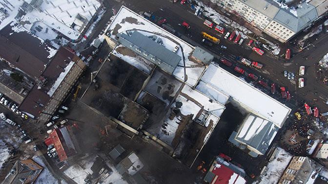 Следователи допрашивают чиновников по делу о пожаре в кемеровском торговом центре
