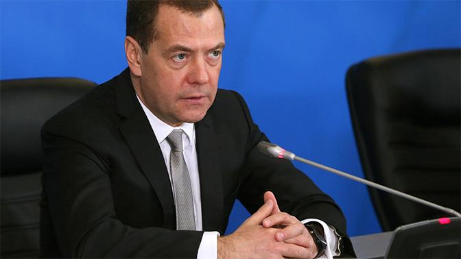 Россия оставляет за собой право на ответные действия после введения новых санкций США - Медведев