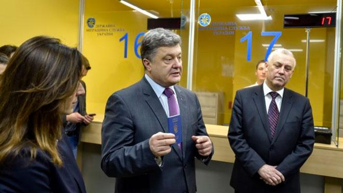 «Стрибок цінності громадянства»: Порошенко похвастался значимостью паспорта государства Украины