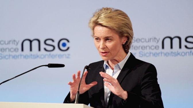 Министр обороны ФРГ призвала усилить давление на Москву