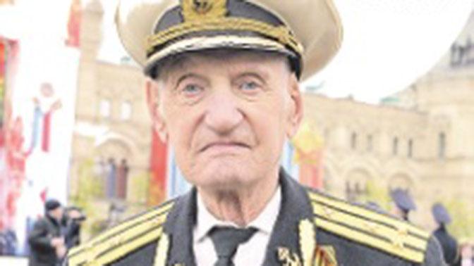 СМИ назвали имя оттесненного охраной В. Путина ветерана