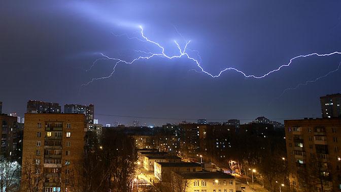 МЧС предупредило москвичей о грозе с градом вечером 17 мая
