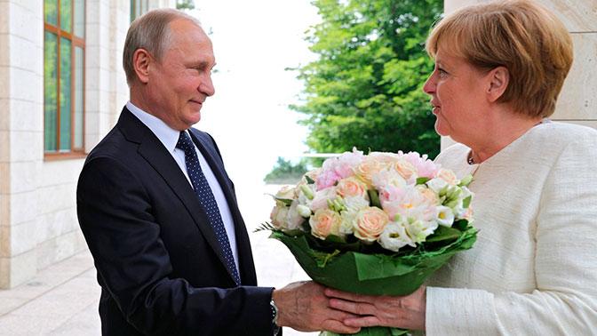 Германские корреспонденты сочли унижением подаренные Путиным Меркель цветы