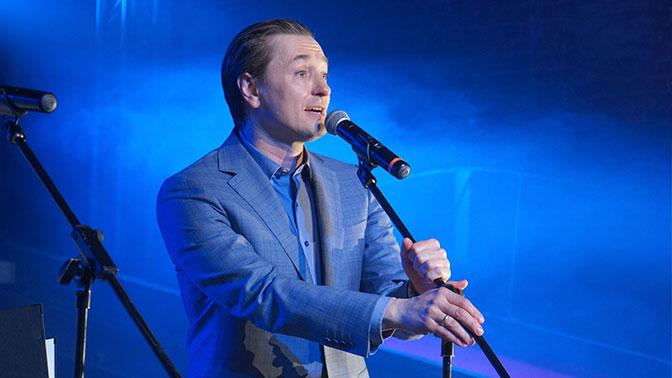 Сергей Безруков представил дебютную песню собственной рок-группы