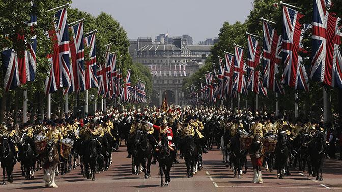 В Лондоне состоялся военный парад по случаю дня рождения Елизаветы II