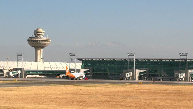 Трое пьяных россиян подрались на борту самолета Москва-Ереван