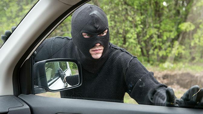 Названы главные ошибки автовладельцев, помогающие угонщикам