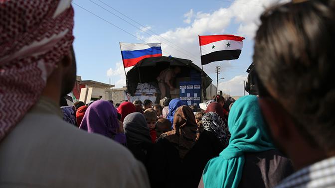 Более 10 тонн гуманитарной помощи передали российские военные жителям сирийской провинции Деръа