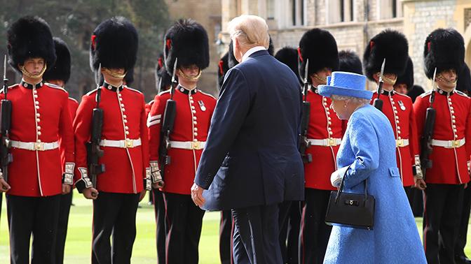 «Прямое оскорбление Британии»: жители Королевства возмутились обращением Трампа с Елизаветой II