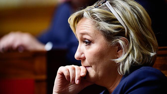Европарламент приостановил дотации партии Ле Пен