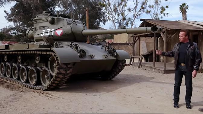 Арнольд Шварценеггер раздавил лимузин личным танком