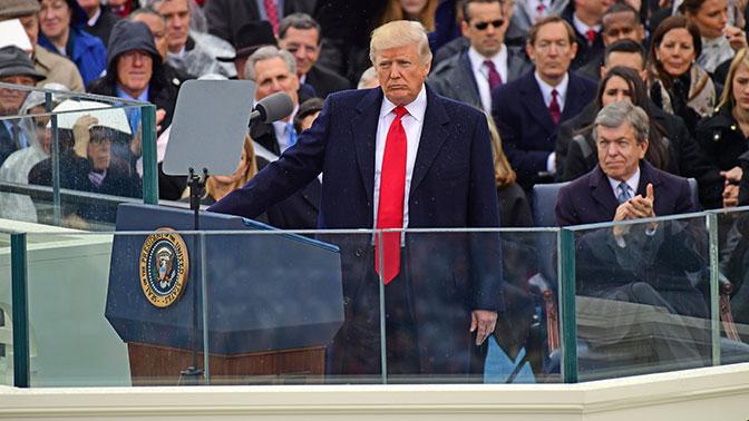 СМИ: Трамп на инаугурации хотел вместо Библии поклясться на своей книге «Искусство сделки»