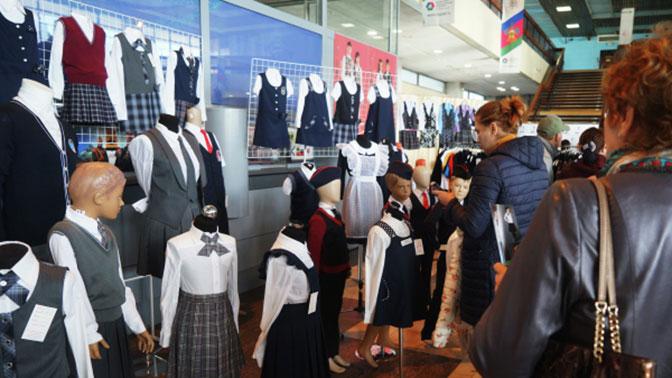 В Госдуме предложили ограничить стоимость школьной формы