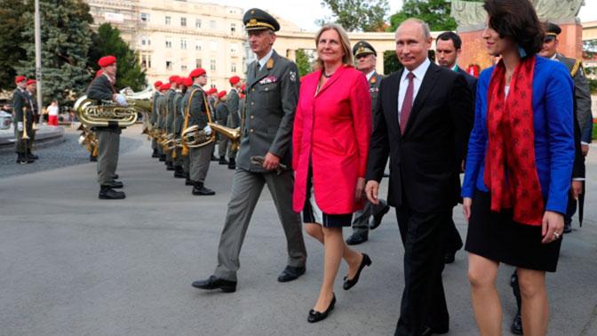 Главе МИД Австрии предложили уйти в отставку из-за приглашения Путина на свадьбу