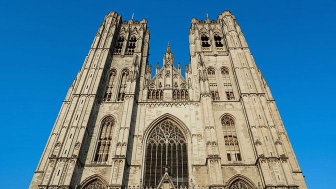 В центре Брюсселя исполнили гимн России на колоколах королевского собора