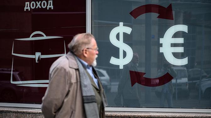 Зампред ВЭБ рассказал, сколько будет стоить доллар к концу 2018 года