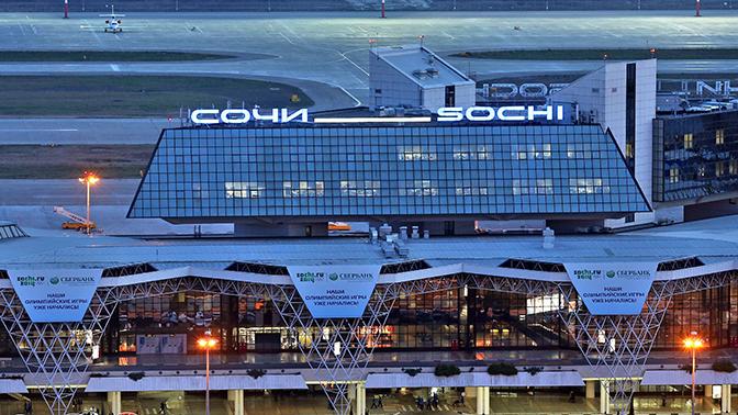 Глава Минтранса прибыл на место аварийной посадки самолета в Сочи