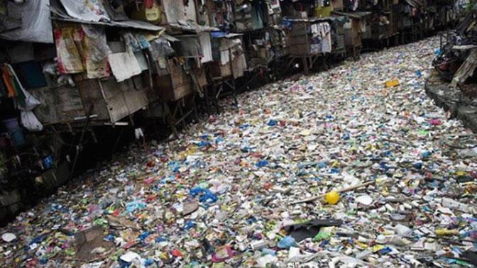 Артерия смерти: «река-убийца» из мусора взбудоражила Сеть