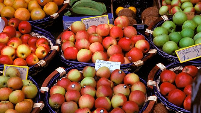 В Австралии после обнаруженных игл в клубнике, их стали находить в яблоках