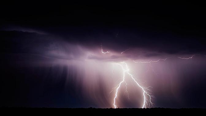Столичное МЧС объявило штормовое предупреждение: ожидается гроза и сильный ветер