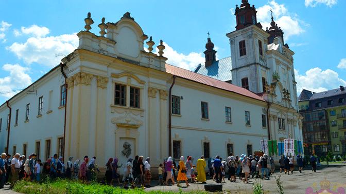 Радикалы захватили храм УПЦ и избили верующих на западе Украины