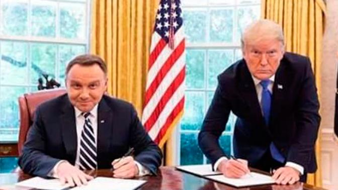 Упал со смеху: Дуда подшутил над Трампом отредактированной фотографией