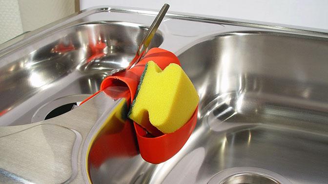 Ученые рассказали о смертельной опасности губок для мытья посуды