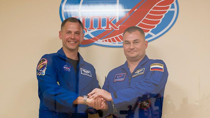 Космонавты, совершившие экстренную посадку на Байконуре, живы