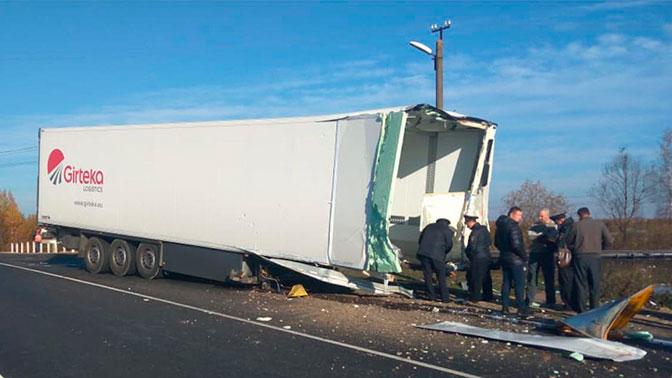 В Смоленской области на железной дороге столкнулись грузовик и тепловоз