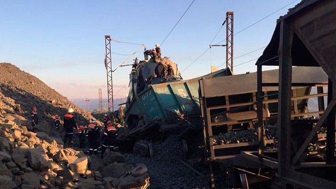 Три человека погибли при столкновении локомотивов на Украине