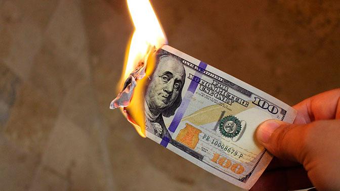 В США предрекли скорый крах доллара