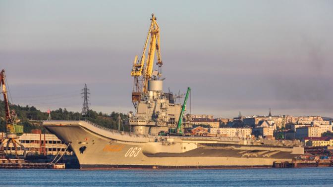 Состояние получившего повреждения «Адмирала Кузнецова» выяснят водолазы