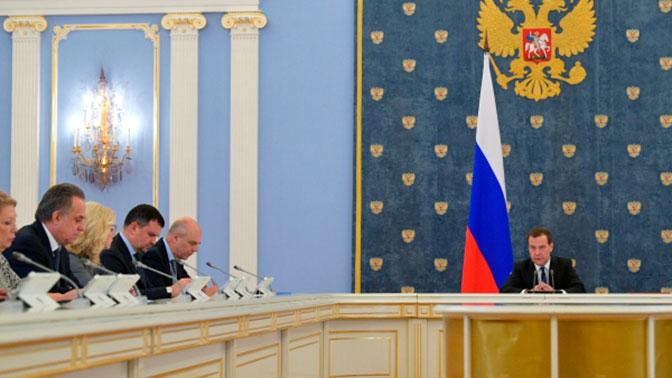 Медведев прервал доклад главы РЖД призвав его не хвалиться успехами