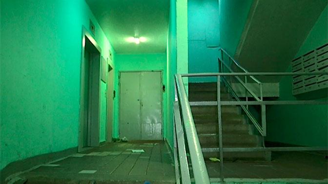Диспетчер минуту слушала страшные звуки убийства женщины из кабины лифта в Москве