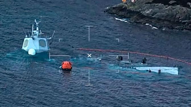 Фрегат норвежских ВМС почти ушел под воду после столкновения с танкером