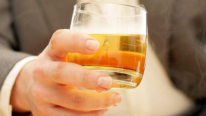 Ученые нашли любопытную причину тяги людей к алкоголю