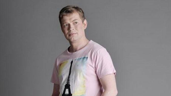 Артиста  из«Физрука» Юрия Катаева порезали ножом